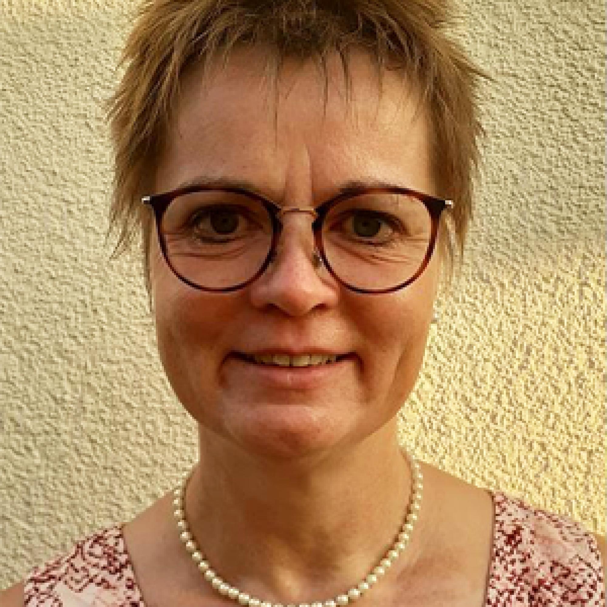 Porträtfoto einer Mitarbeiterin vom Alten- und Pflegeheim Anlagenring GmbH